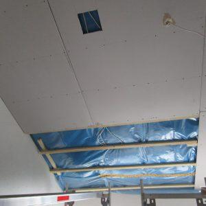 IMG_2581Deckensanierung mit 28 cm Mineralwolle, Dampfsperre und Gipskartonplatten